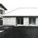 「北山・住宅」外観。壁構造にシンメトリー配列の開口部と寄棟屋根による原型的形態。