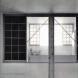 「東の舎」内観。3つの開口部が5寸勾配屋根に沿って直列配置され、空間座標を形成。
