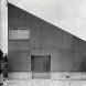 「銀舎」外観。5寸勾配の片流れ屋根の形状をそのままファサードとし、正面性を消去。