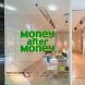 「Money after Money|信用ゲーム 2013」展(2013)EYE OF GYRE(東京)エントランス部分 Photo: 安達浩明