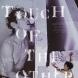 パフォーマンス「Touch of the other/他者の手」川口隆夫作品(撮影:鷹野隆大)